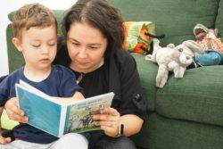 anne-çocuk kitap okuma etkinliği
